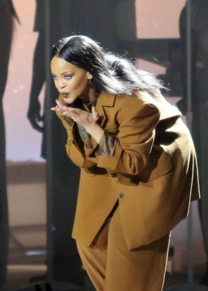 Rihanna Performs in Vancouver -37