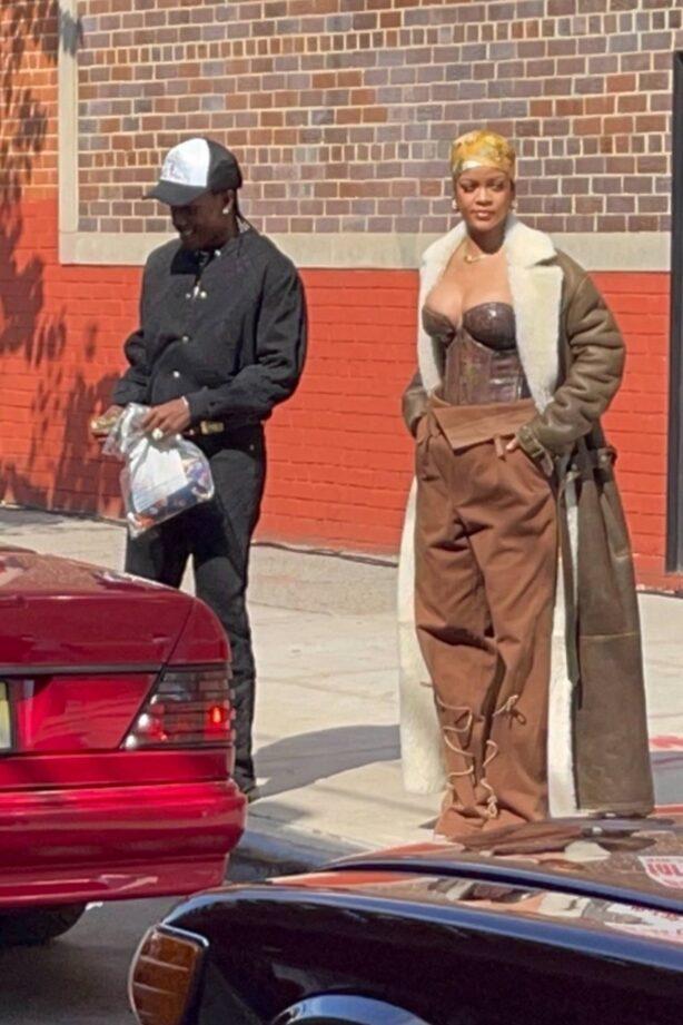 Rihanna - Photoshoot cndids in New York