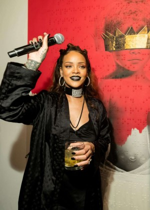 Rihanna - Rihanna's 8th Album Artwork Reveal in LA