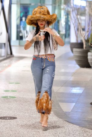 Rihanna - Seen at shopping mall in Los Angeles