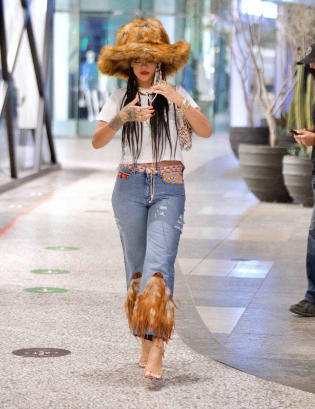 Rihanna - Seen at shopping mall in Los Angeles