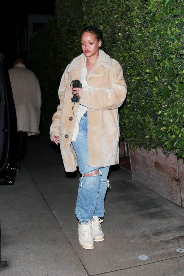 Rihanna - Seen while exits Giorgio Baldi in Santa Monica
