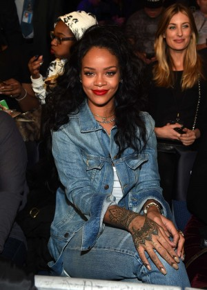 Rihanna - Throne Boxing Fight Night in New York City