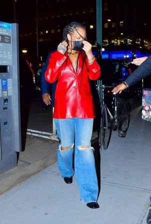 Rihanna - Wearing baggy denim for dinner at Nobu in New York