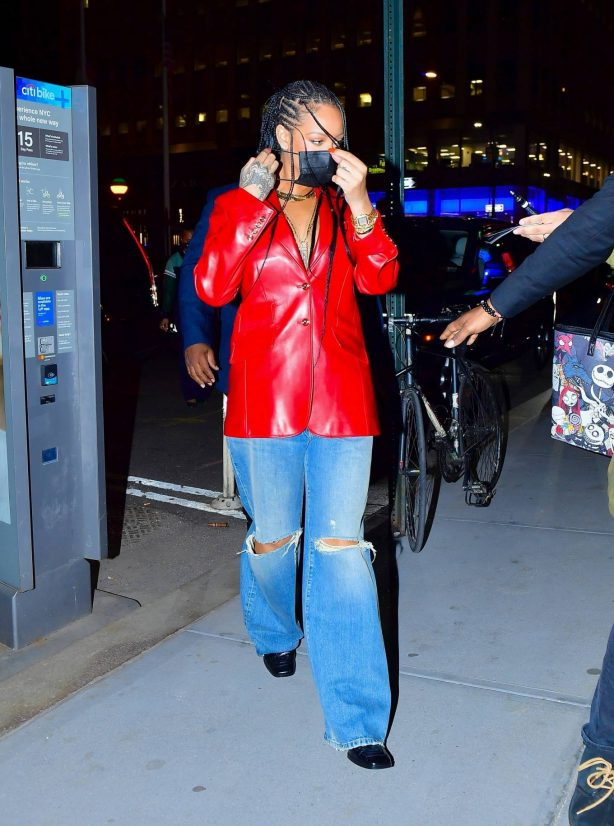 Rihanna - Wearing baggy denim for dinner at Nobu in New York