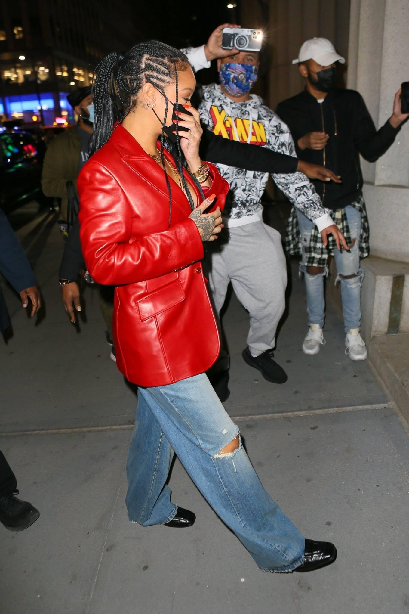 Rihanna 2021 : Rihanna – Wearing baggy denim for dinner at Nobu in New York-02