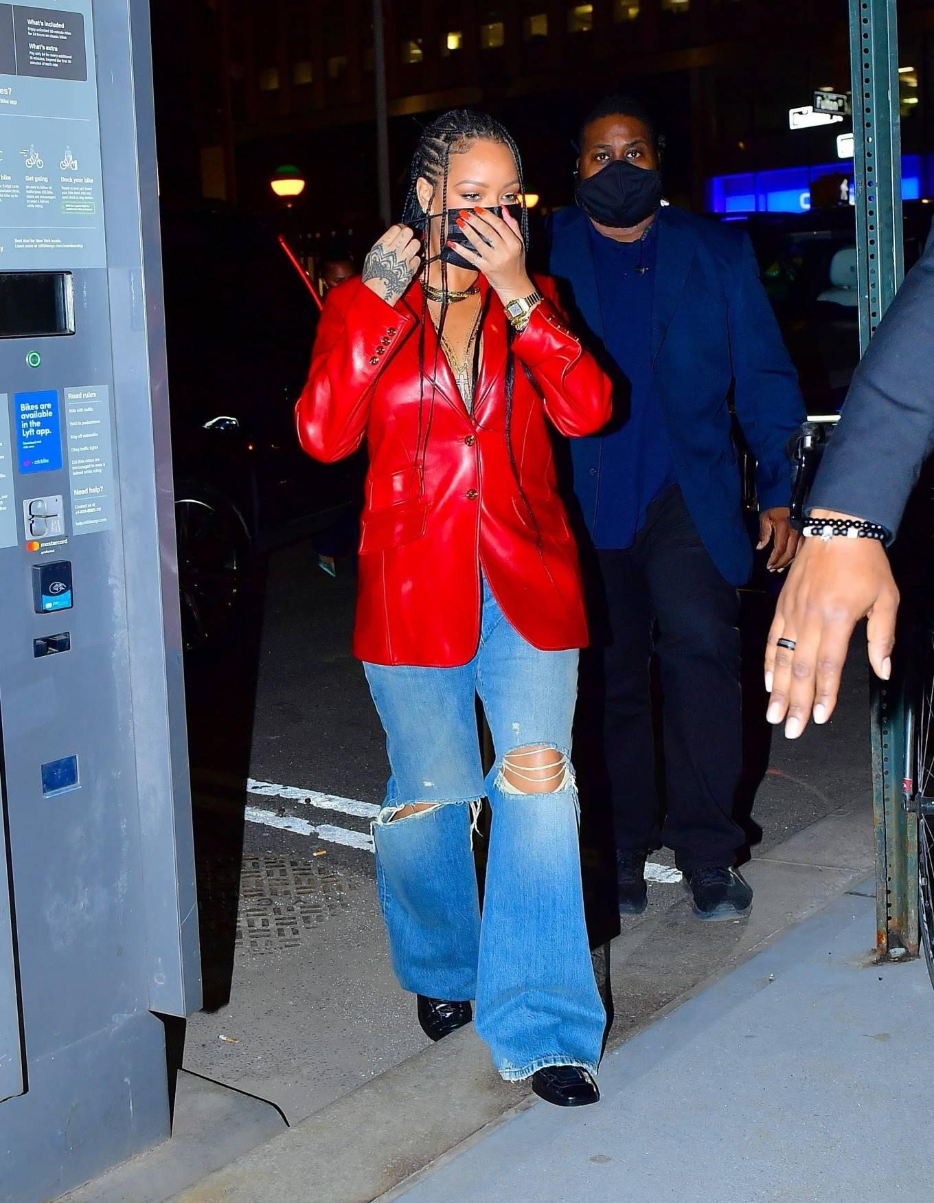 Rihanna 2021 : Rihanna – Wearing baggy denim for dinner at Nobu in New York-03