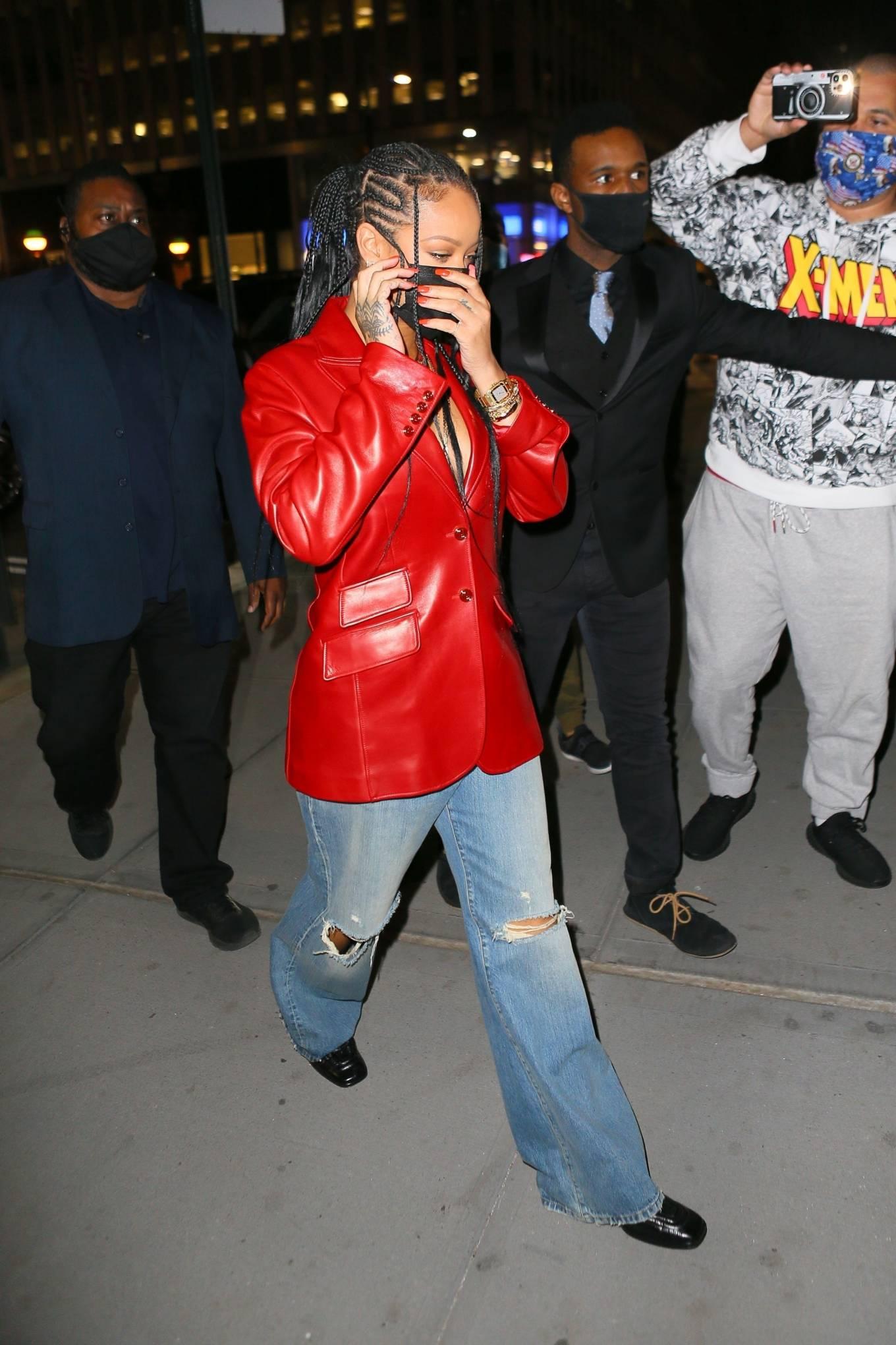 Rihanna 2021 : Rihanna – Wearing baggy denim for dinner at Nobu in New York-04
