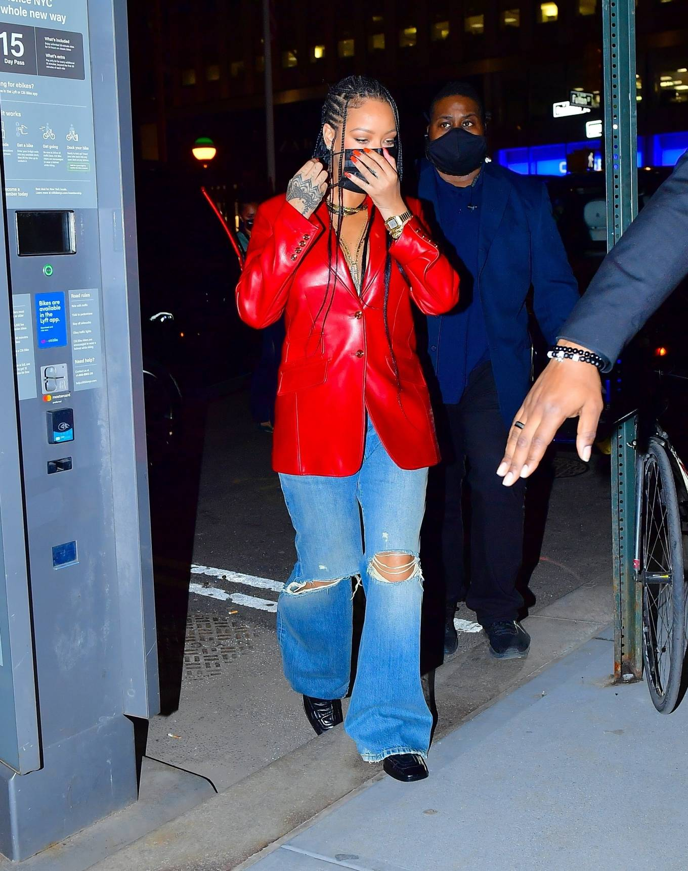 Rihanna 2021 : Rihanna – Wearing baggy denim for dinner at Nobu in New York-10