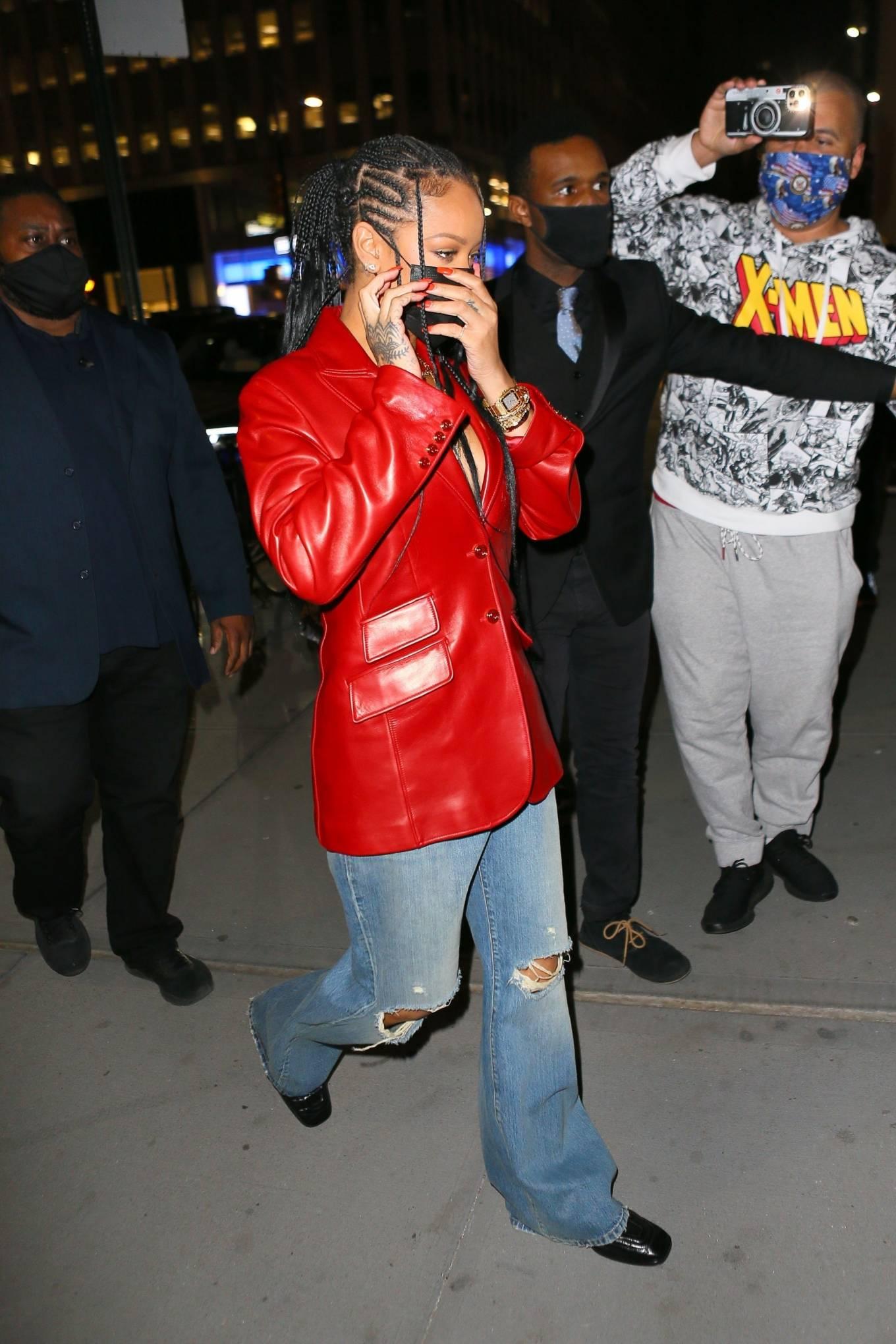 Rihanna 2021 : Rihanna – Wearing baggy denim for dinner at Nobu in New York-14