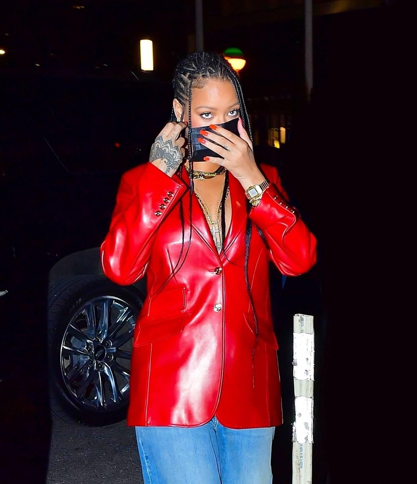 Rihanna 2021 : Rihanna – Wearing baggy denim for dinner at Nobu in New York-21
