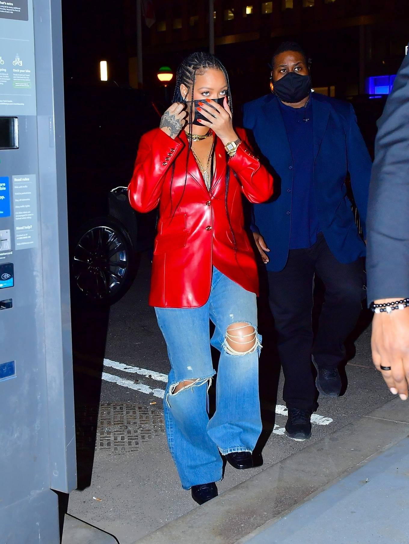 Rihanna 2021 : Rihanna – Wearing baggy denim for dinner at Nobu in New York-22