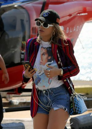 Rita Ora - Arrives at the heliport from The Hamptons in New York City