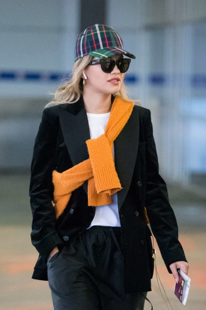 Rita Ora - Heads at Airport in Melbourne