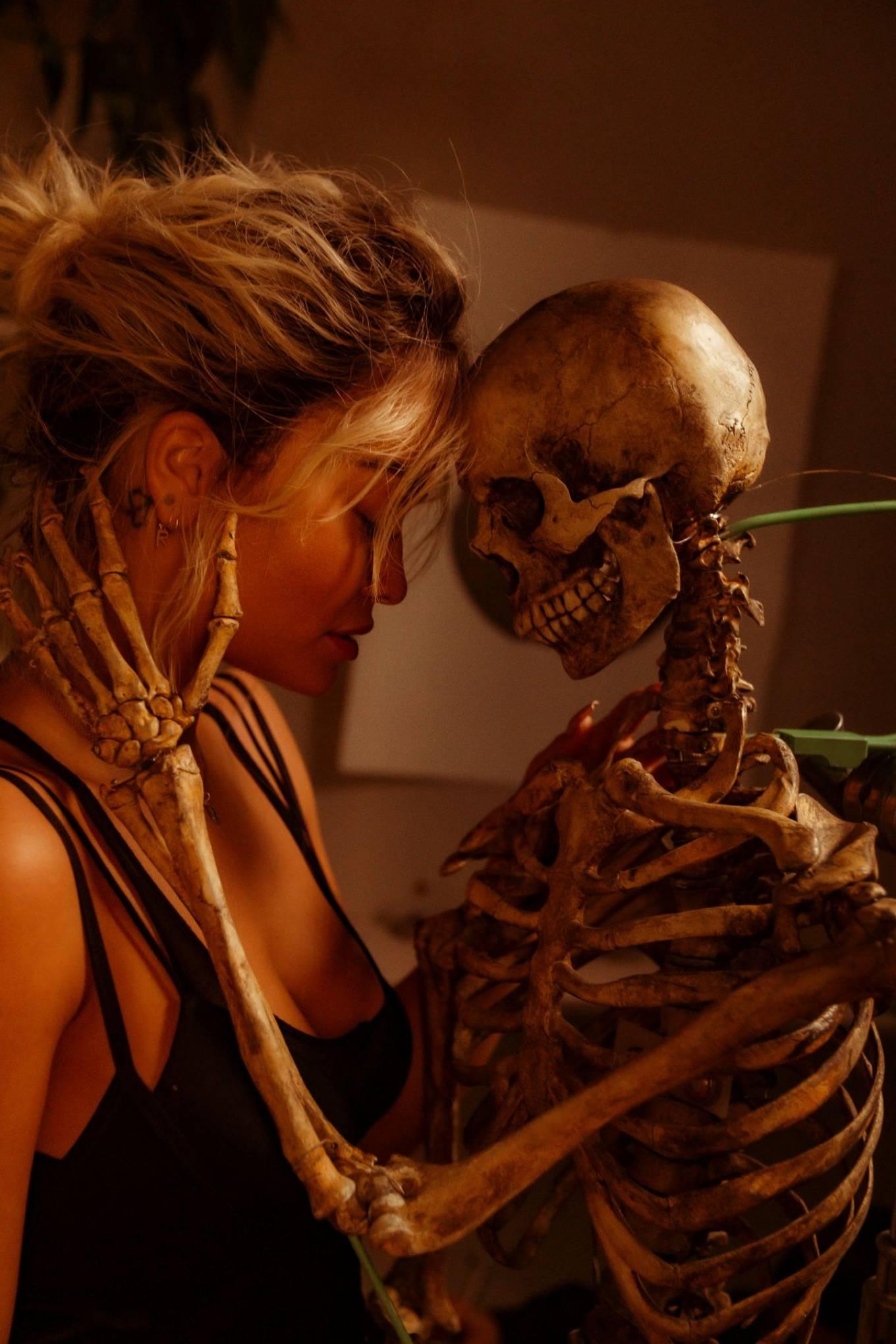Rita Ora 2020 : Rita Ora – How To Be Lonely Promos 2020-07