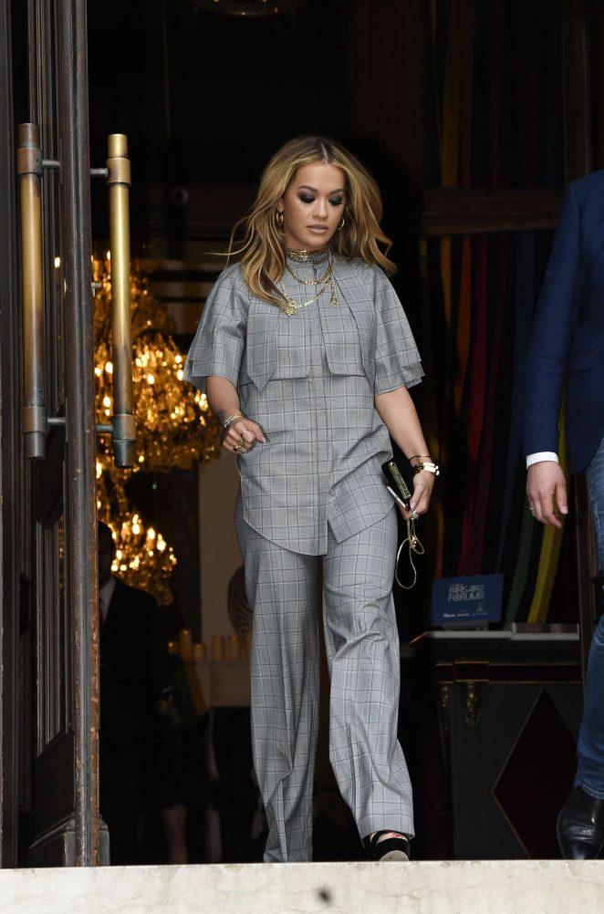 Rita Ora Leaves her hotel in Paris -02