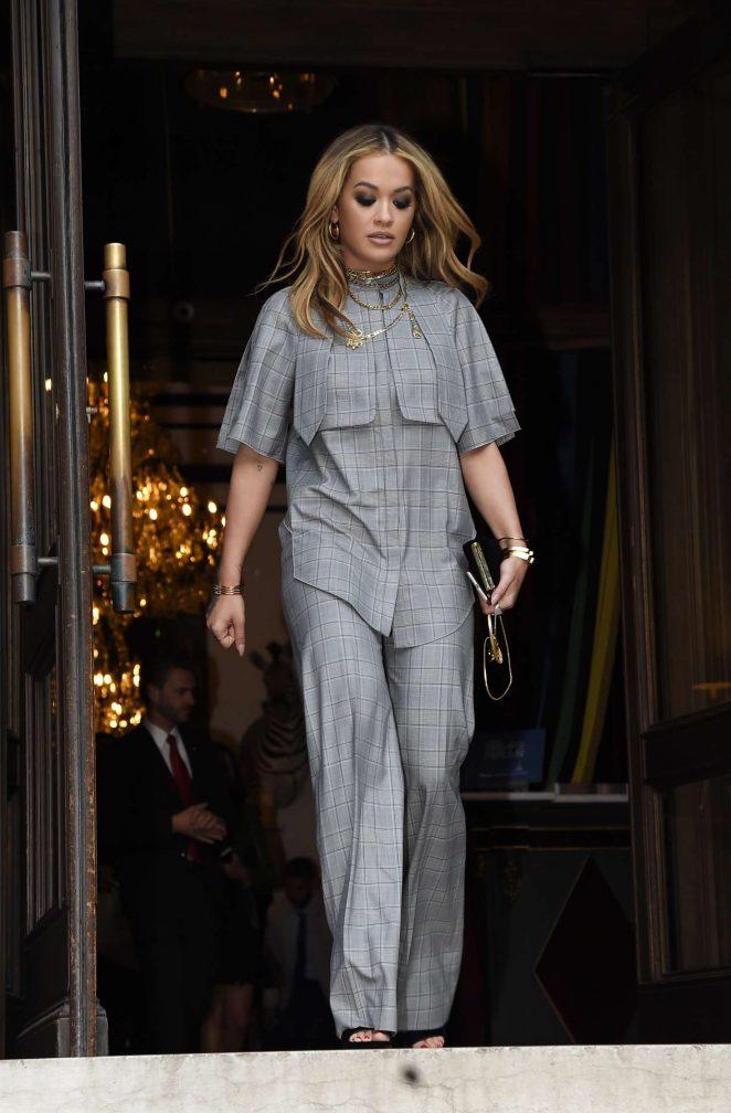 Rita Ora Leaves her hotel in Paris -05