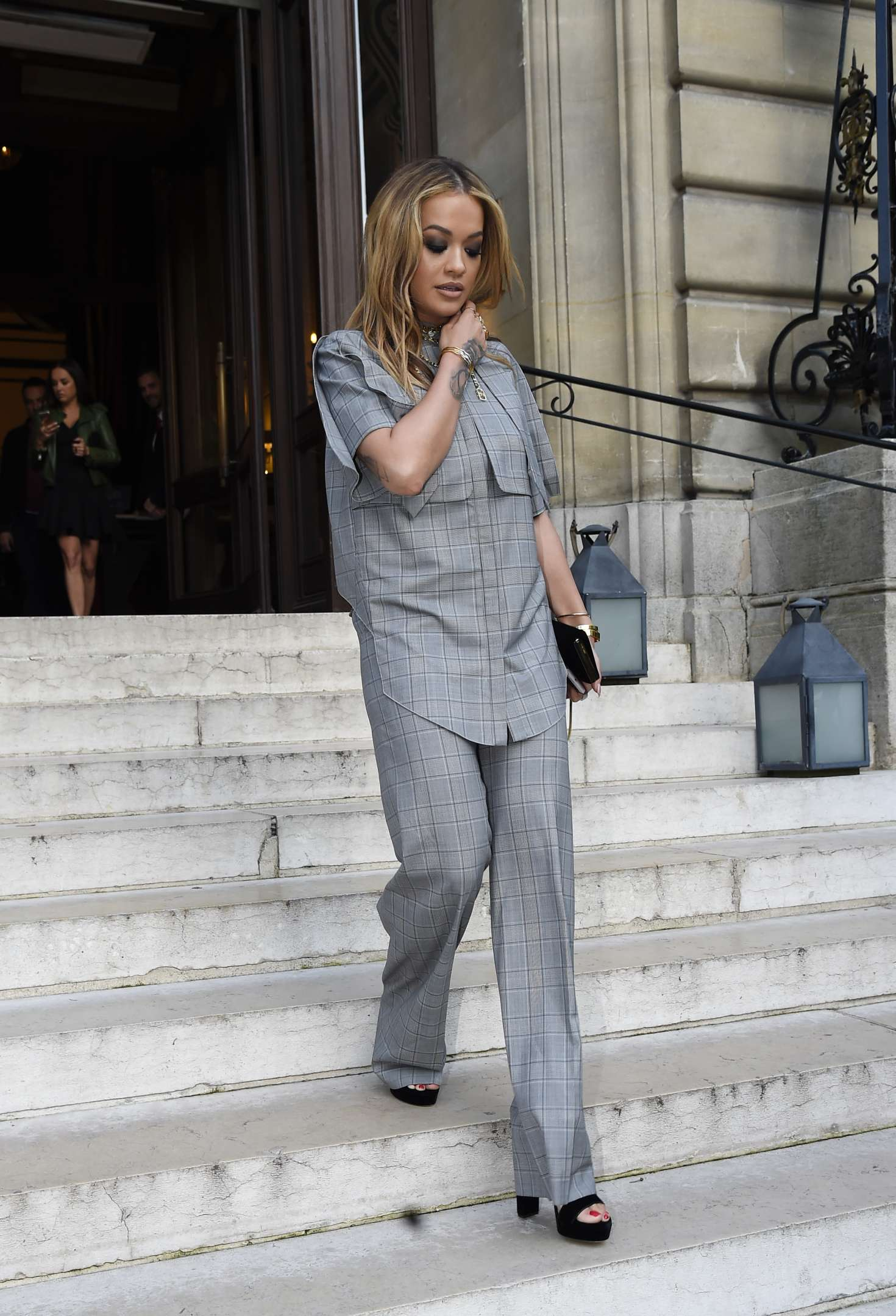 Rita Ora 2017 : Rita Ora Leaves her hotel in Paris -07