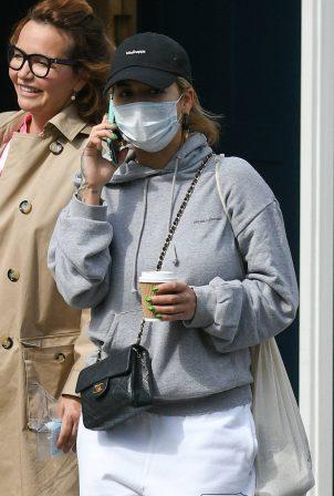 Rita Ora - Wearing mask while shopping in Notting Hill - London