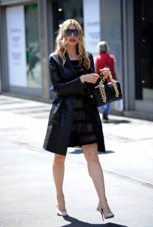 Rita Rusic - out for lunch with friends in Milan