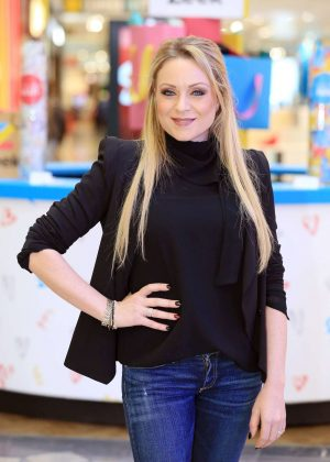 Rita Simons - 'Zeek Cash or Kind' swap shop photocall in Statford