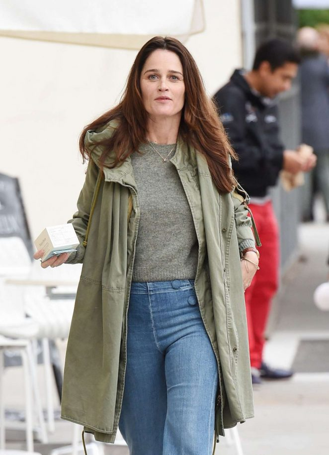Robin Tunney in Jeans Shopping in Beverly Hills