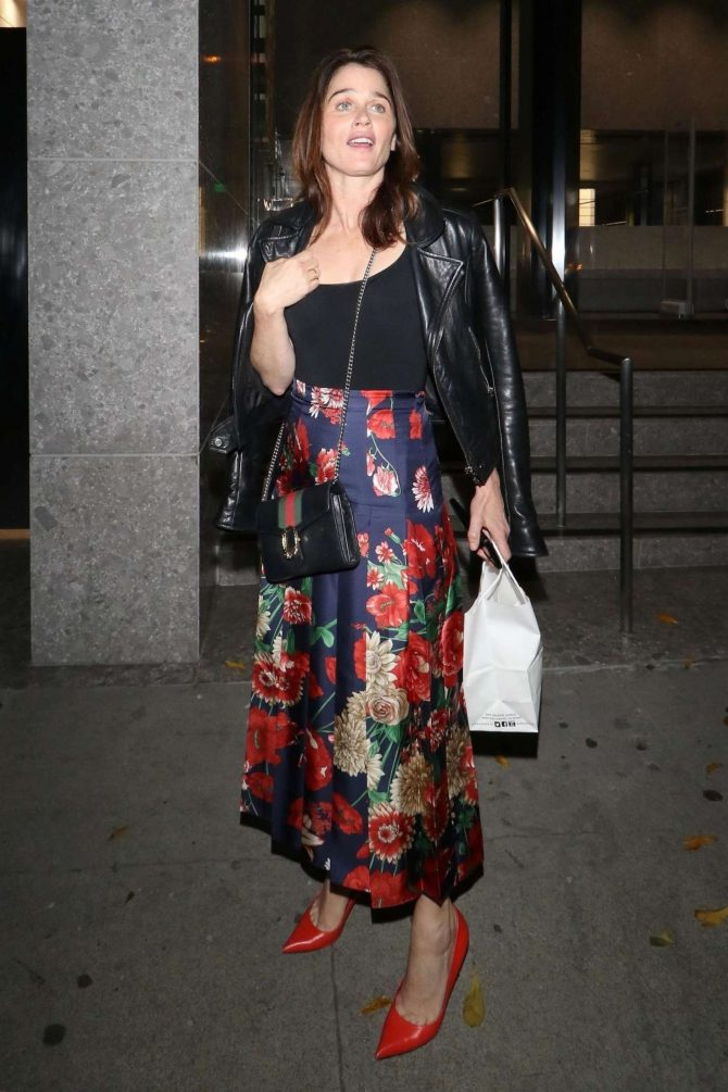 Robin Tunney – Leaving Craig's restaurant in West Hollywood