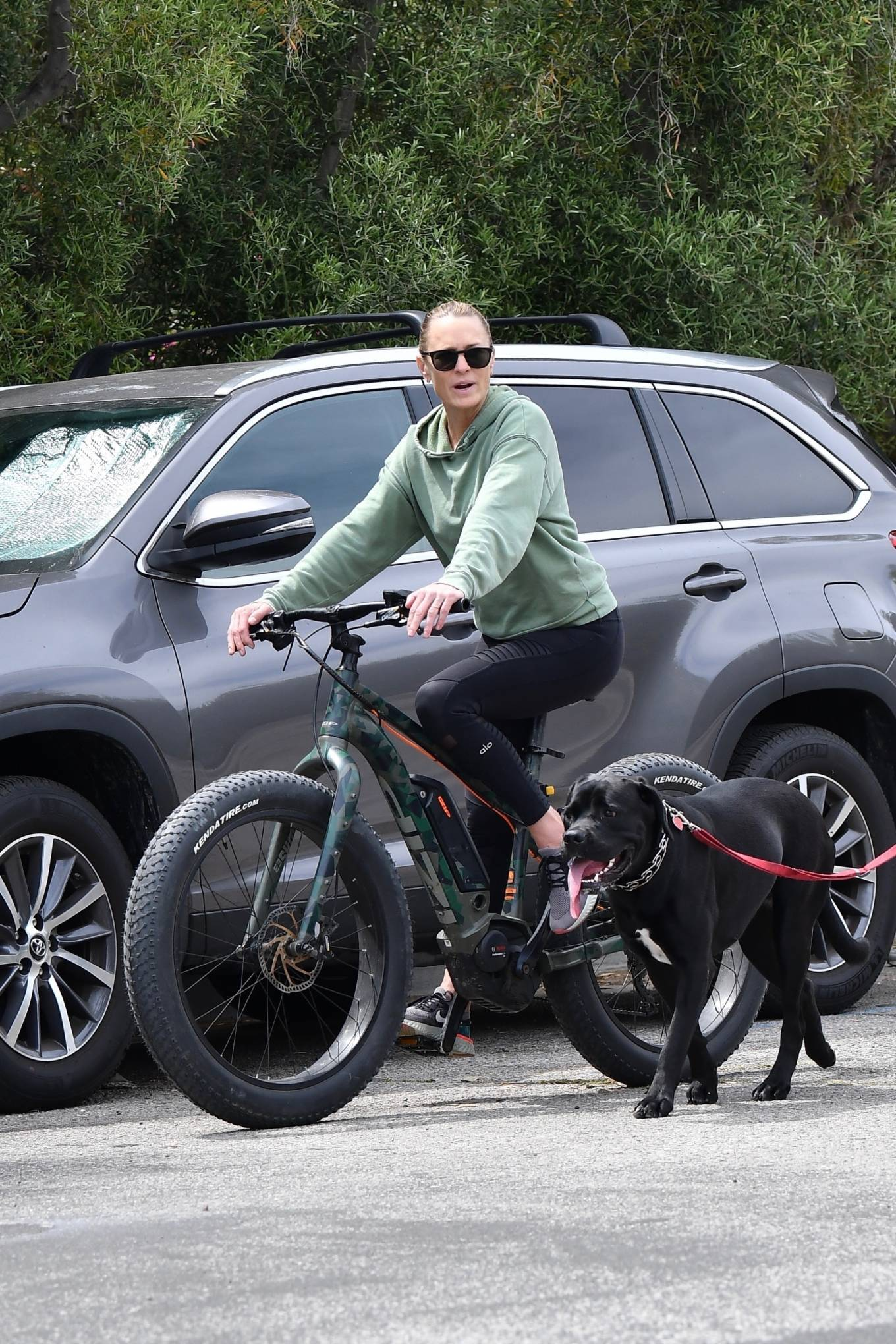 Robin Wright - Enjoying a bike ride in Brentwood