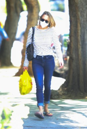 Robin Wright - Out for shopping in Brentwood