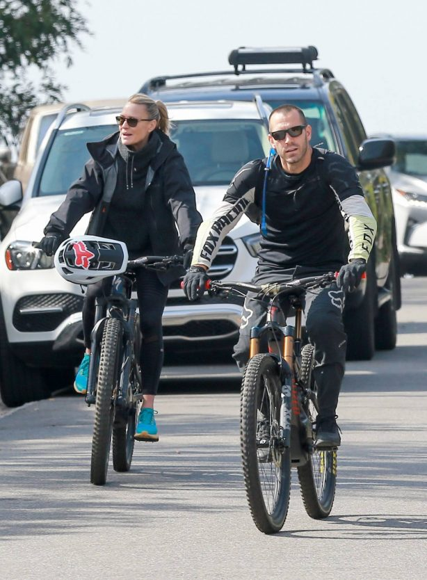 Robin Wright - Seen on a bike ride with her husband Clement Giraudet in Los Angeles