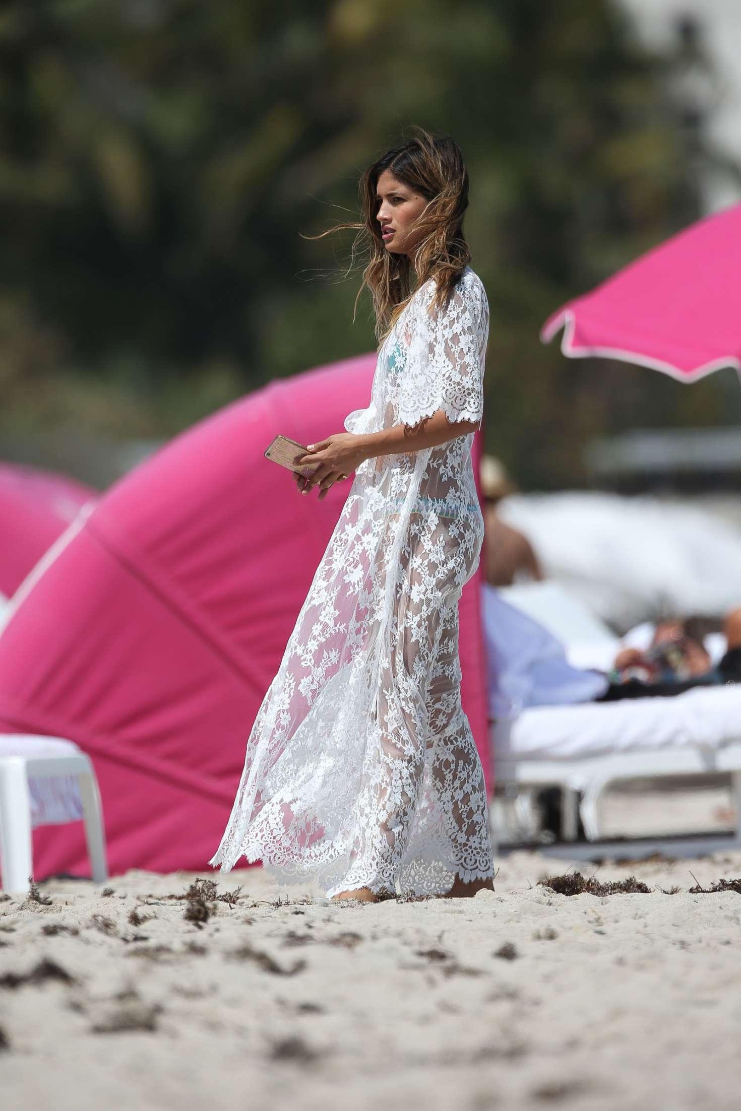 600acff1ec Rocky Barnes in White Dress on the beach in Miami Rocky-Barnes-in-