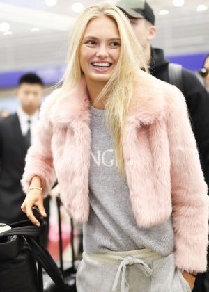 Romee Strijd - Arrives at the airport in Shanghai