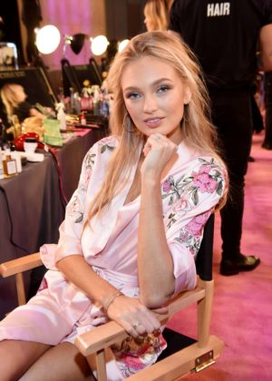 Romee Strijd - Victoria's Secret Fashion Show Backstage 2017 in Shanghai