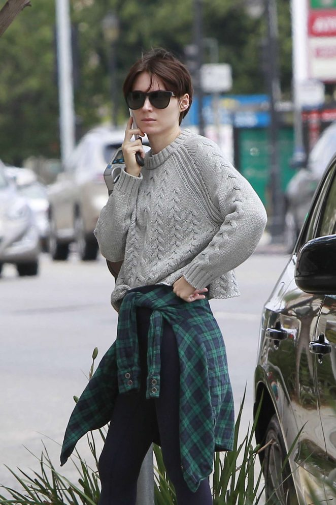 Rooney Mara - Arriving at a meeting in LA