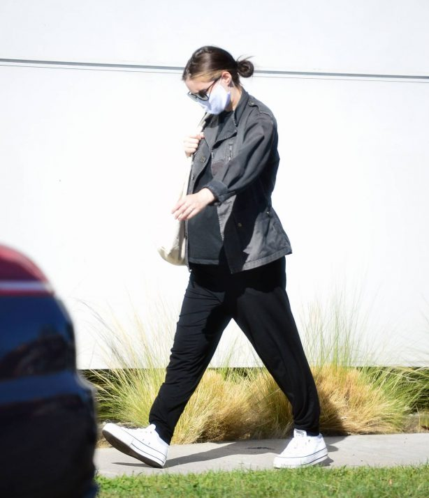 Rooney Mara - Baby bump in Los Angeles