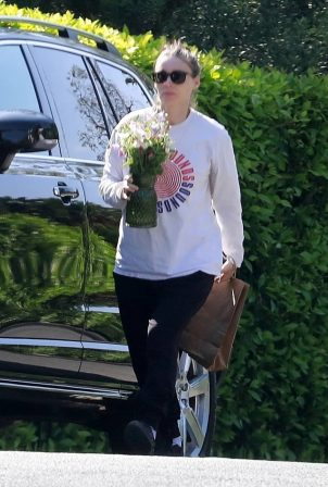 Rooney Mara - Brings sister Kate flowers for Mother's Day in Los Feliz