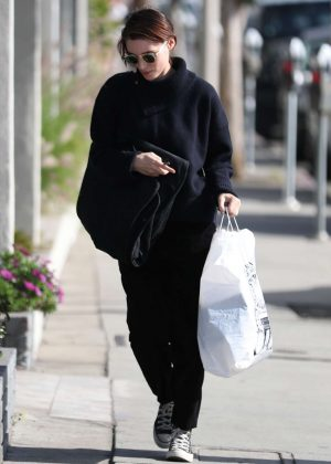 Rooney Mara - Goes shopping on Melrose Ave in West Hollywood