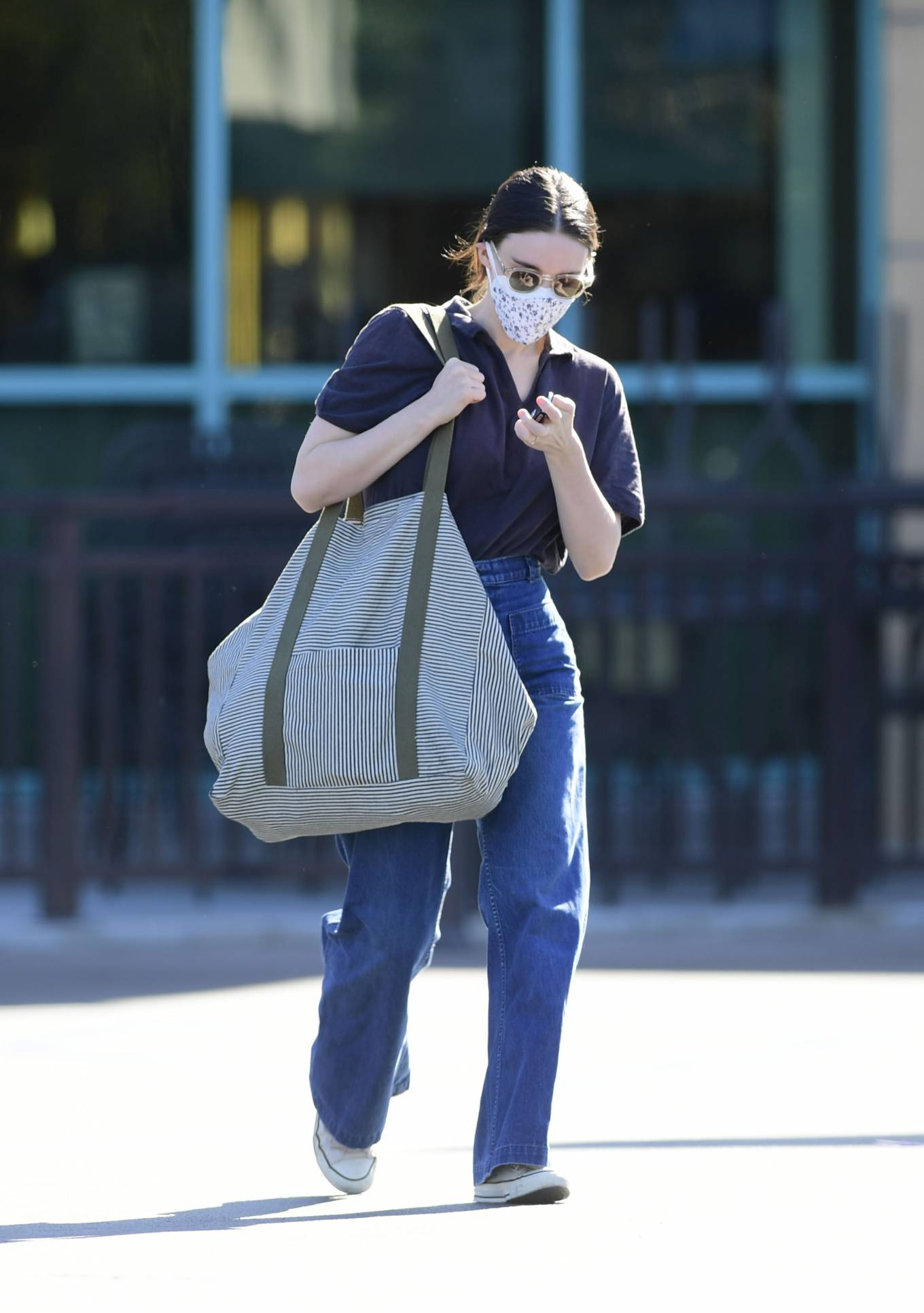 Rooney Mara - heading to a grocery store in Los Angeles