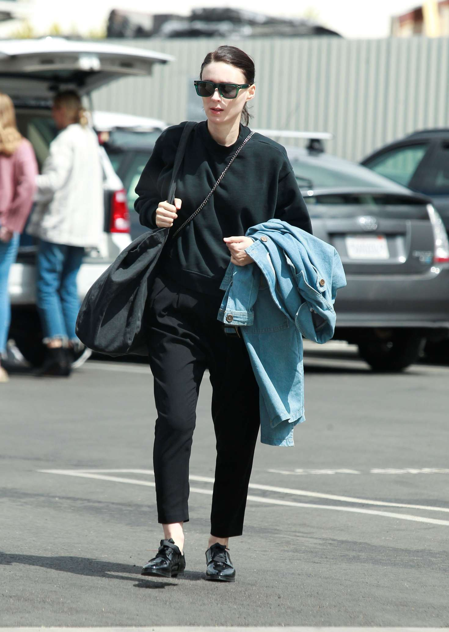 Rooney Mara 2018 : Rooney Mara in Black Out in Los Angeles -01