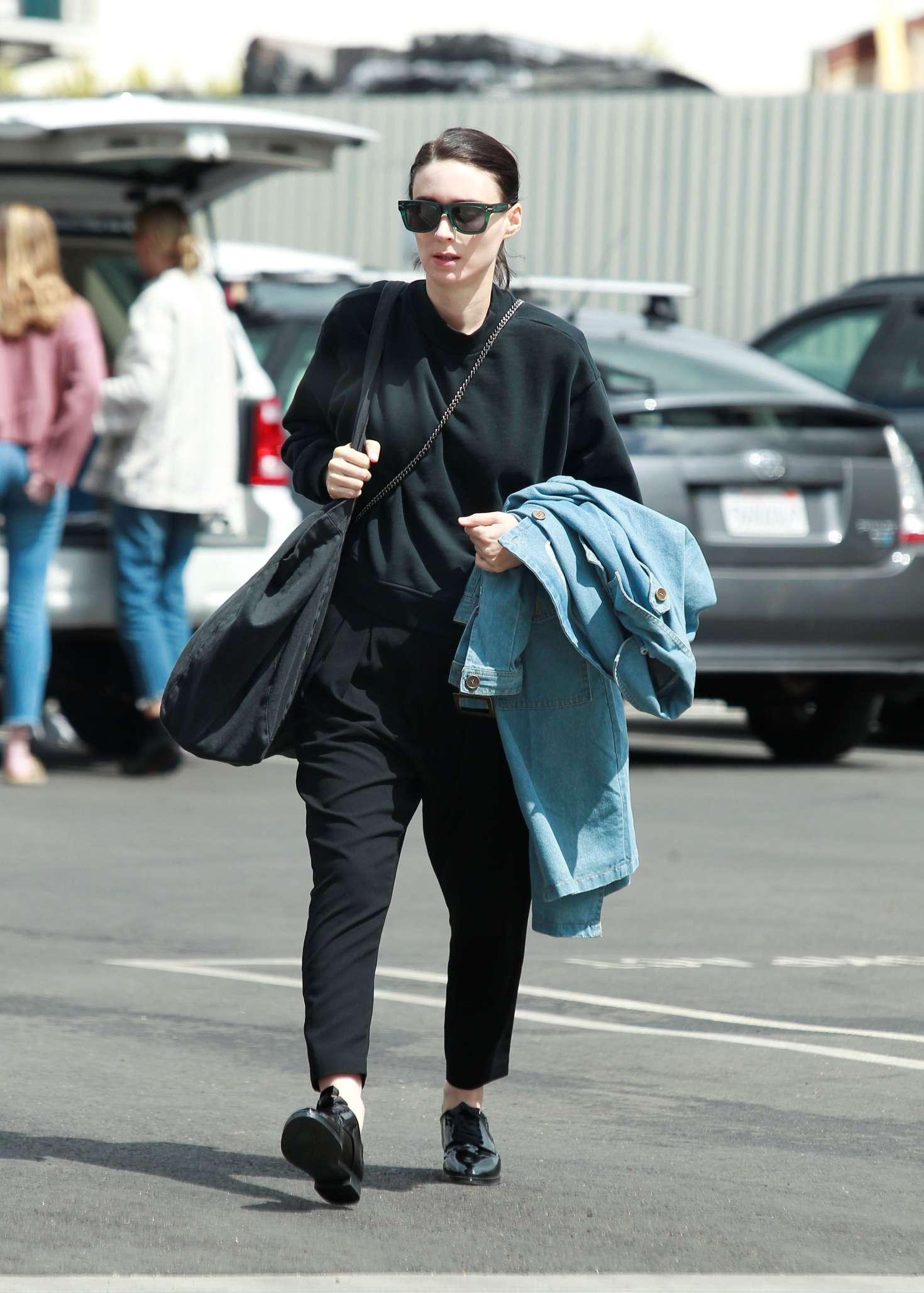 Rooney Mara 2018 : Rooney Mara in Black Out in Los Angeles -06