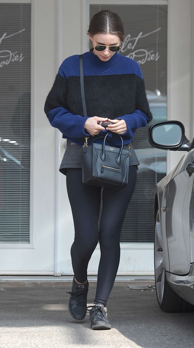 Rooney Mara in Tights Leaves the gym in LA