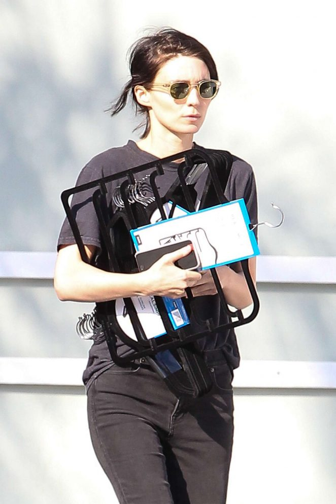 Rooney Mara Shopping at Bed Bath and Beyond in Studio City