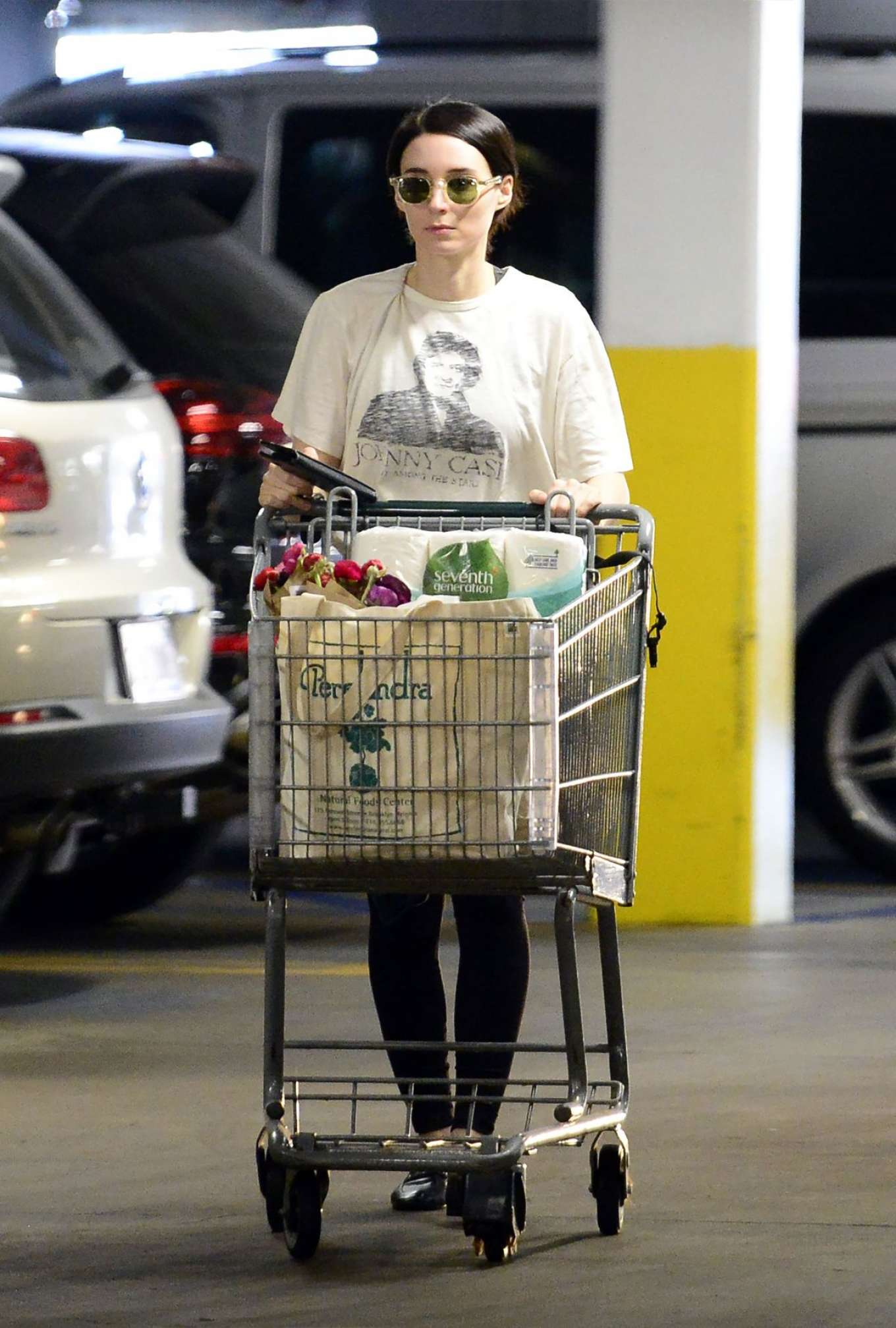 Rooney Mara - Shopping at Health Food Store in Los Angeles