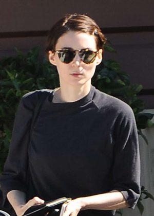 Rooney Mara - Shopping at Lassen Natural Foods and Vitamins in Los Feliz