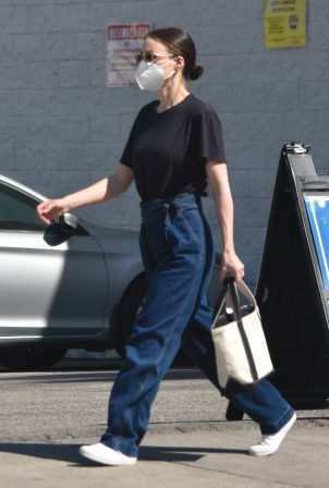 Rooney Mara - Shopping candids in Studio City