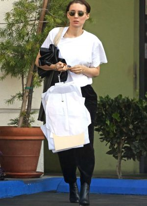 Rooney Mara - Shopping in Beverly Hills