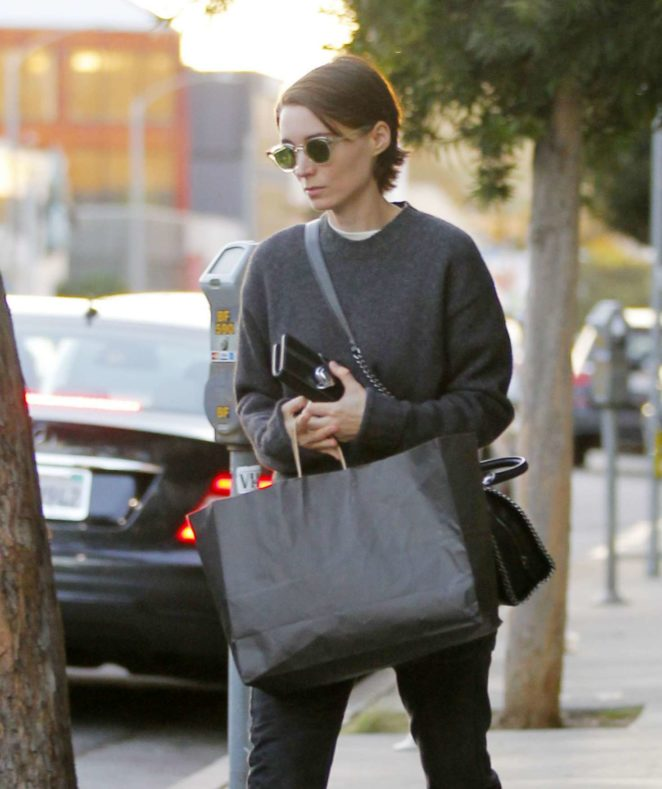 Rooney Mara – Shopping in Beverly Hills