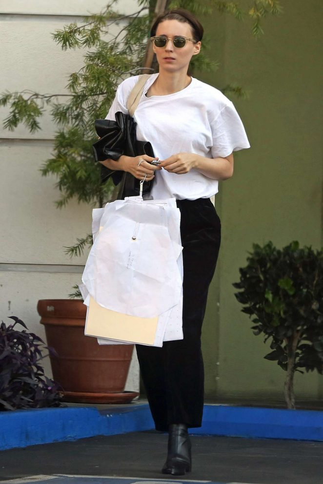 Rooney Mara - Shopping in Beverly Hills