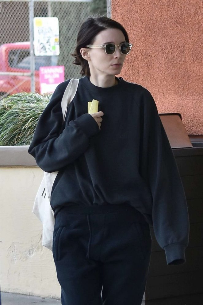 Rooney Mara – Shopping in LA