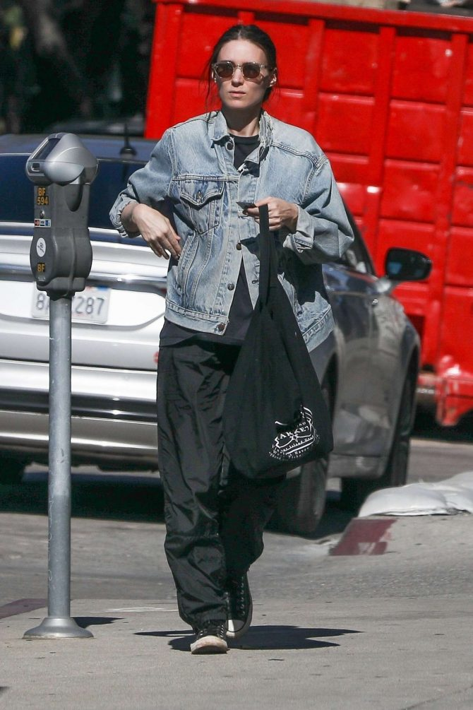 Rooney Mara: Shopping in West Hollywood -03